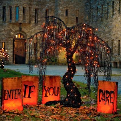 spooky halloween willow tree